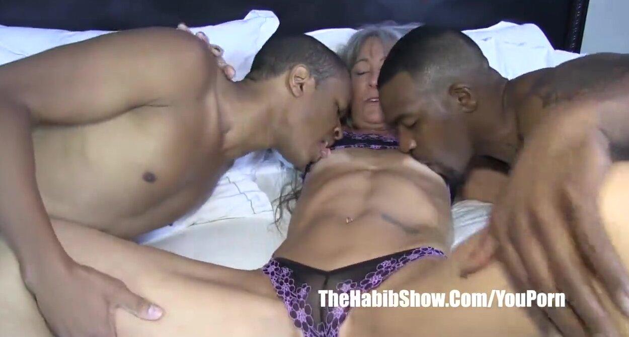 Ebony Threesome Lesbian Squirt