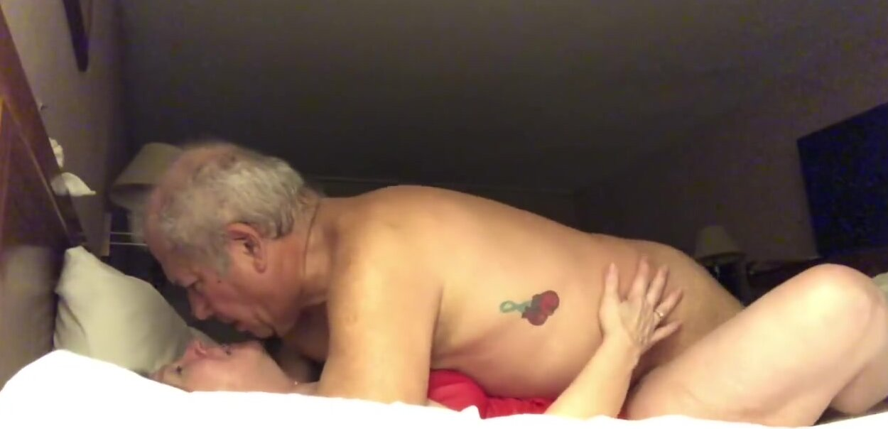 Adulth Theater Porn slut wife backdoor fucked after leaving adult theater and being fingered 4 guys that made her cum each time