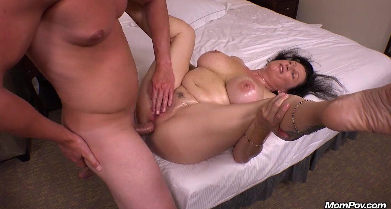 Big Natural Tits Brunette Milf