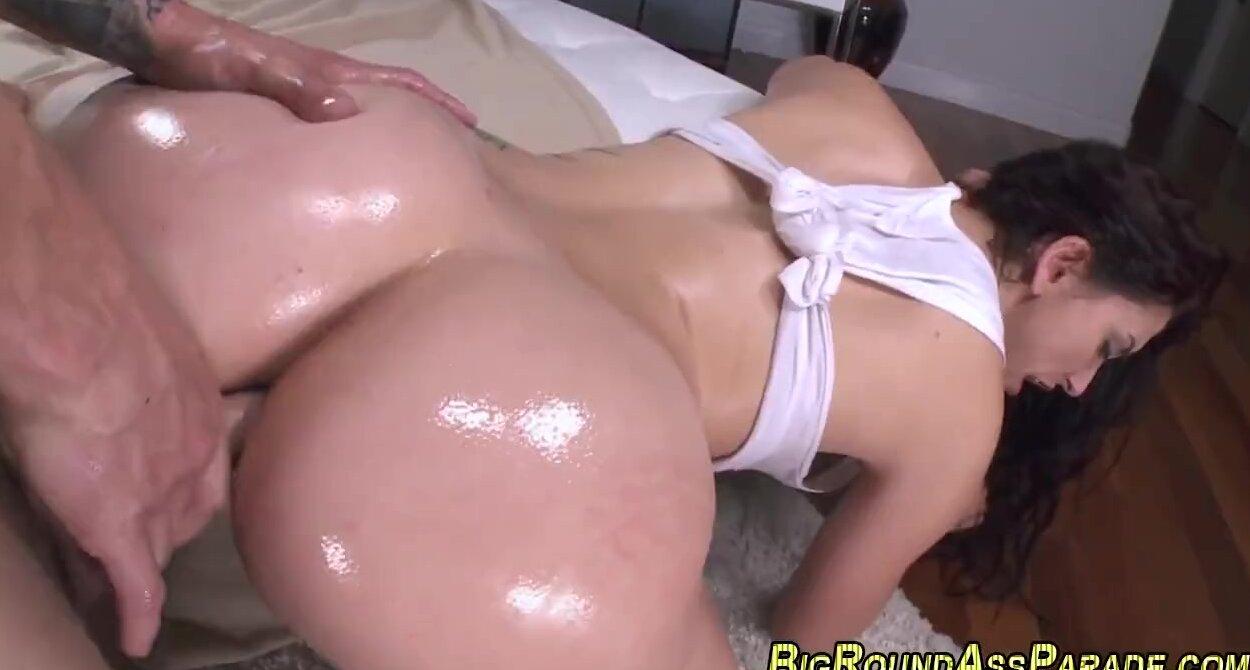Big Booty Latina Oiled Up