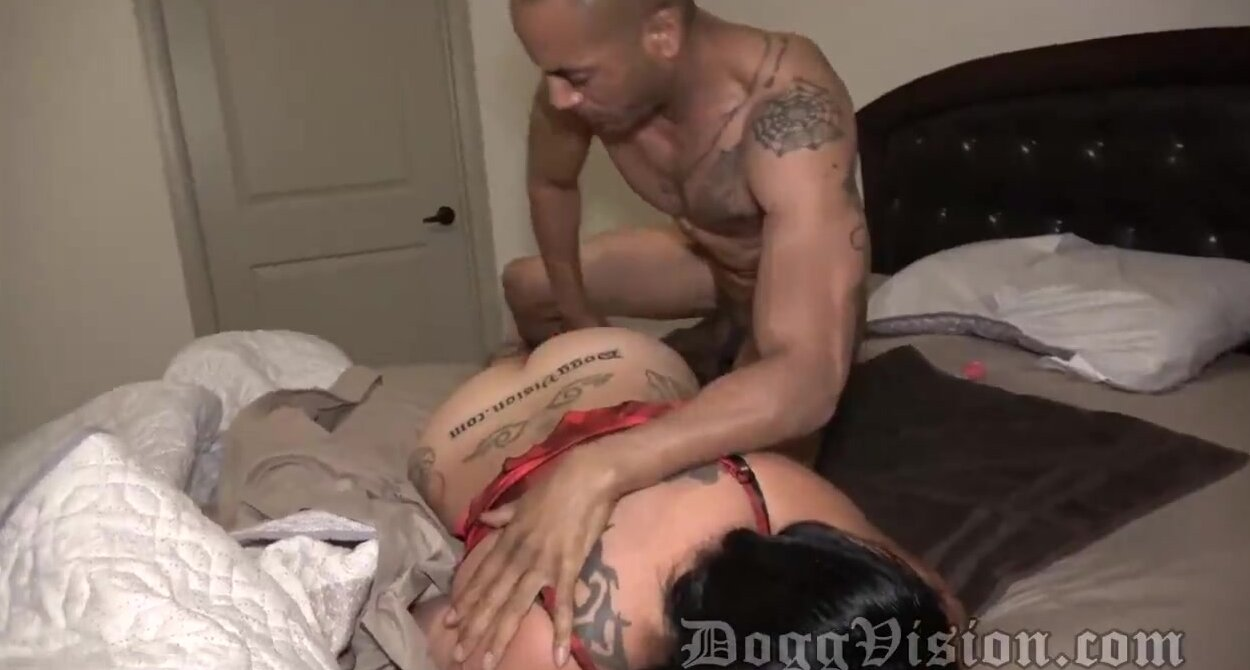 Cheating Wife Gets Creampie