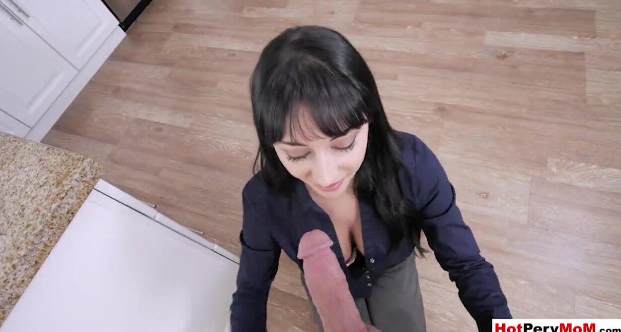 Amateur Mom Blowjob Swallow