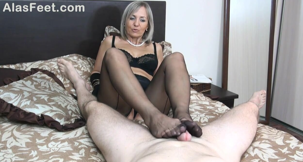 Nylon Anal Porn Mature Tube experienced mature blonde is wearing black stockings while giving a footjob to her kinky lover