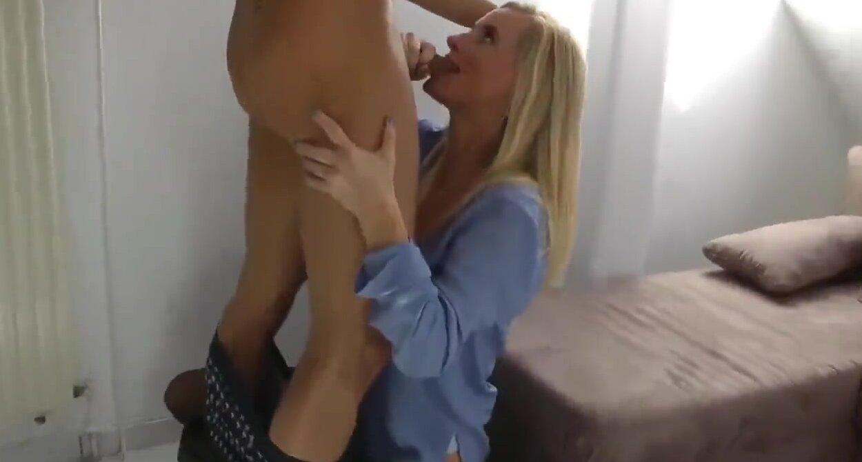 Best Friends Mom Blowjob