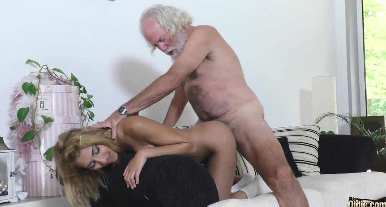Young Lovers First Time Sex