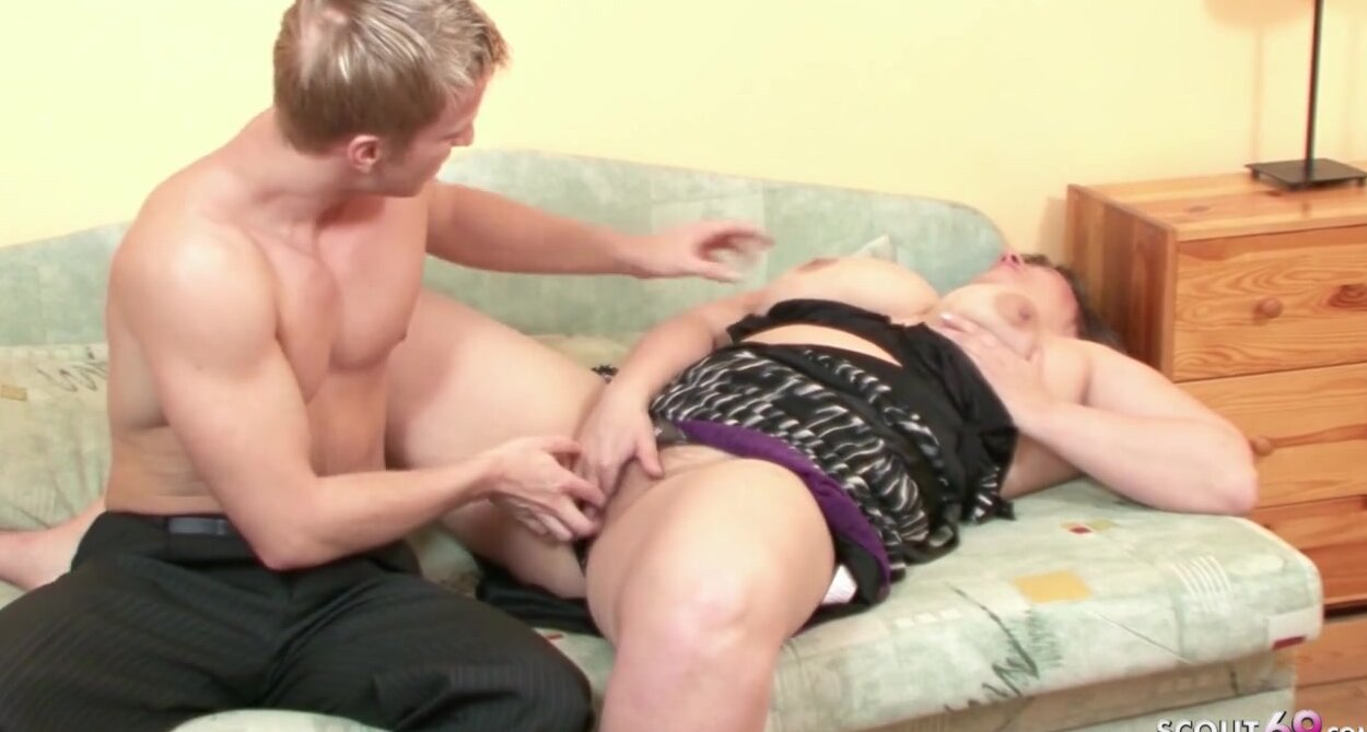 Amateur Granny Fucks Young Guy