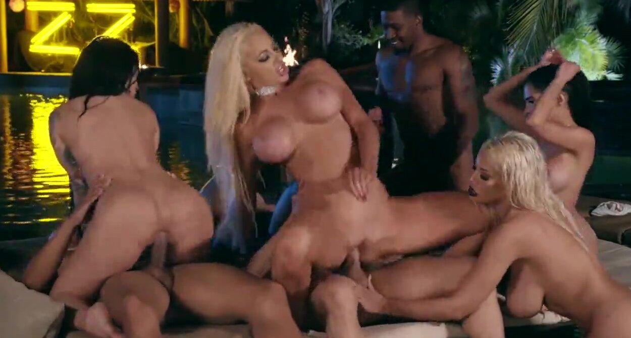 Big Tit Blonde Milf Brazzers
