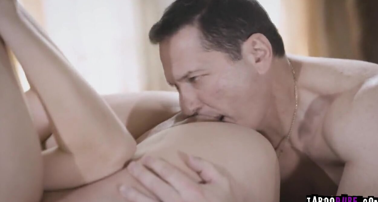 Eat Her Cum Filled Pussy