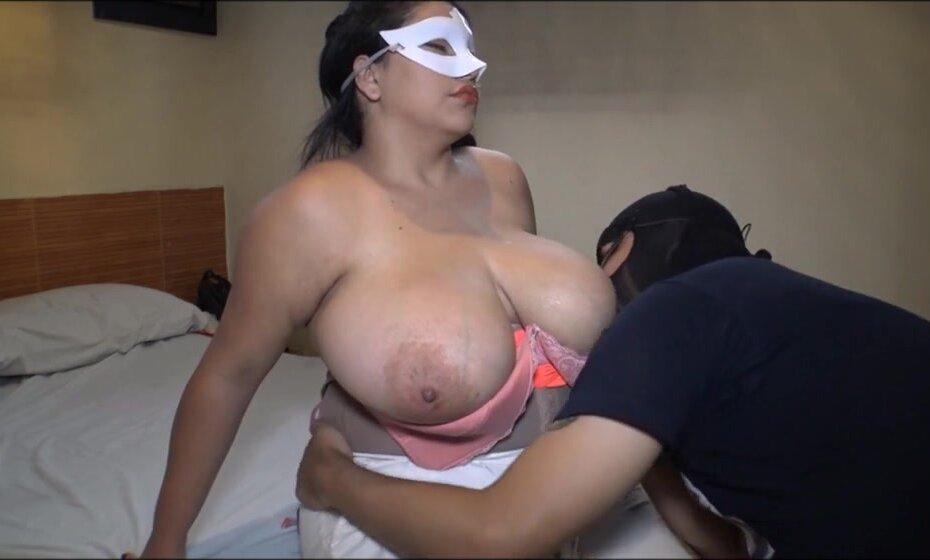 Latina Milf Fucking 2 Guys