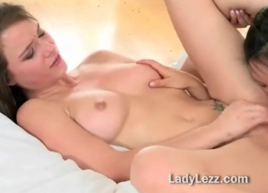 Hairy Lesbian Eating Pussy